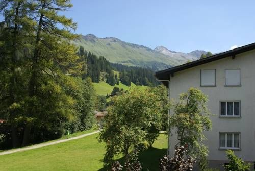 Fewo Buzzi Churwalden Located in Churwalden, this apartment features a balcony with mountain views. The apartment is 700 metres from Pradaschier. Free private parking is available on site.