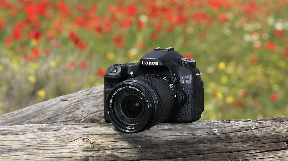 Changing The Way Users Capture Still Images And Video With A Dslr Camera Canon Proudly Introduces The E Best Canon Camera Camera With Flip Screen Canon Camera