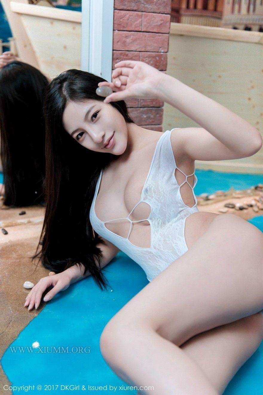 Lucy liu boob slip