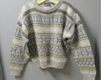 Women's Vintage Patagoni Ski Sweater with Nordic Geometric Pattern Size M  100% Wool  Ski Apres