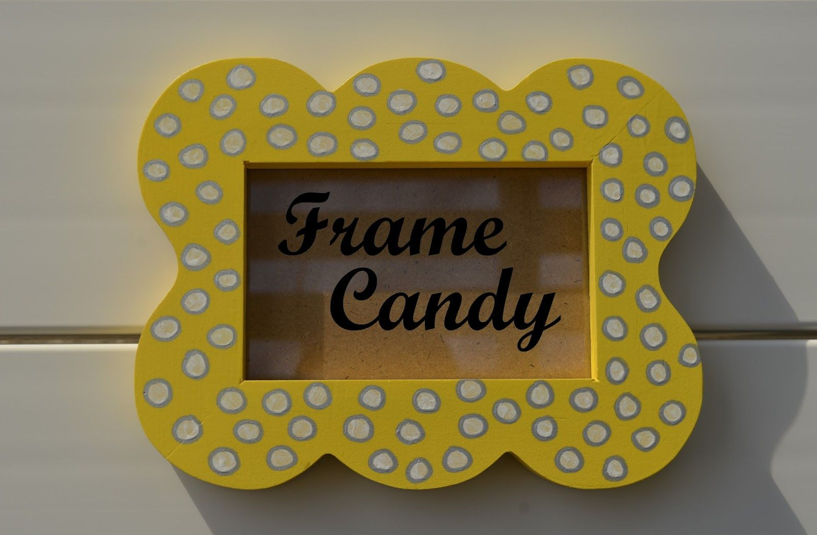 Fun scalloped picture frame @ Frame Candy | Frame Candy Blog | Pinterest