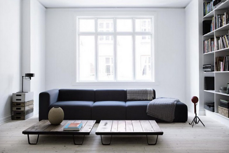 Stine Langvad werkt sinds 2008 als een interieurdesigner voor zowel particuliere woningen als kleinere bedrijven. Of uw project nu groot of klein is: u kunt rekenen op een volledig interieurdesign inclusief alle processtappen, of niet meer dan moodboards, plannen, visualisaties en ideeën voor een project. Daarnaast is Stine gespecialiseerd in grafisch design en art direction.