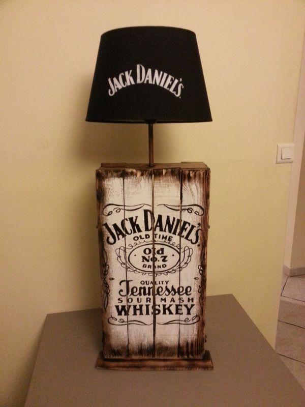 lampe design jack daniel 39 s en palette r cup 39 art d co lampes bouteille et restaurant mariage. Black Bedroom Furniture Sets. Home Design Ideas