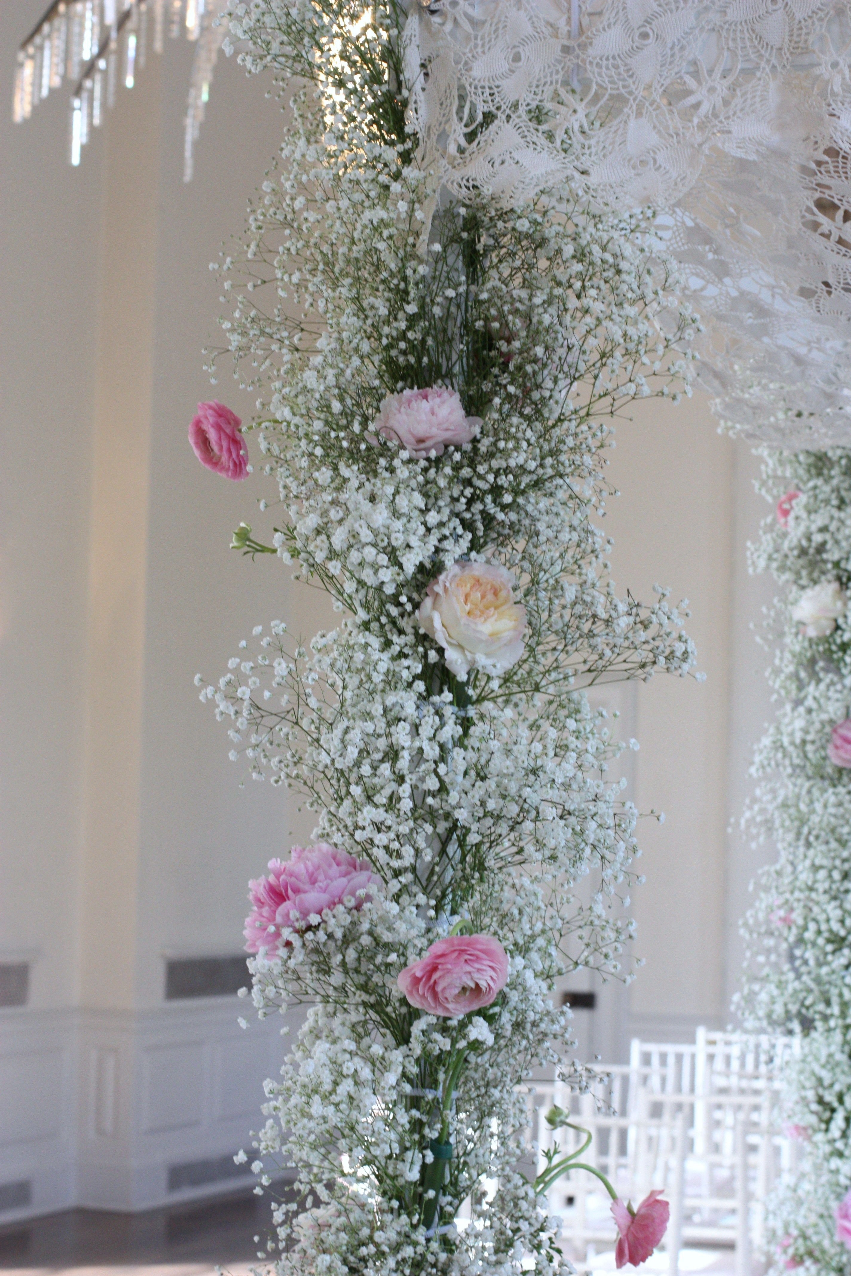 Baby S Breath Need To Figure Out What Kind Of Pole To Use For Centerpiece Not Quite This High Event Design Inspiration Altar Decorations Floristry Design