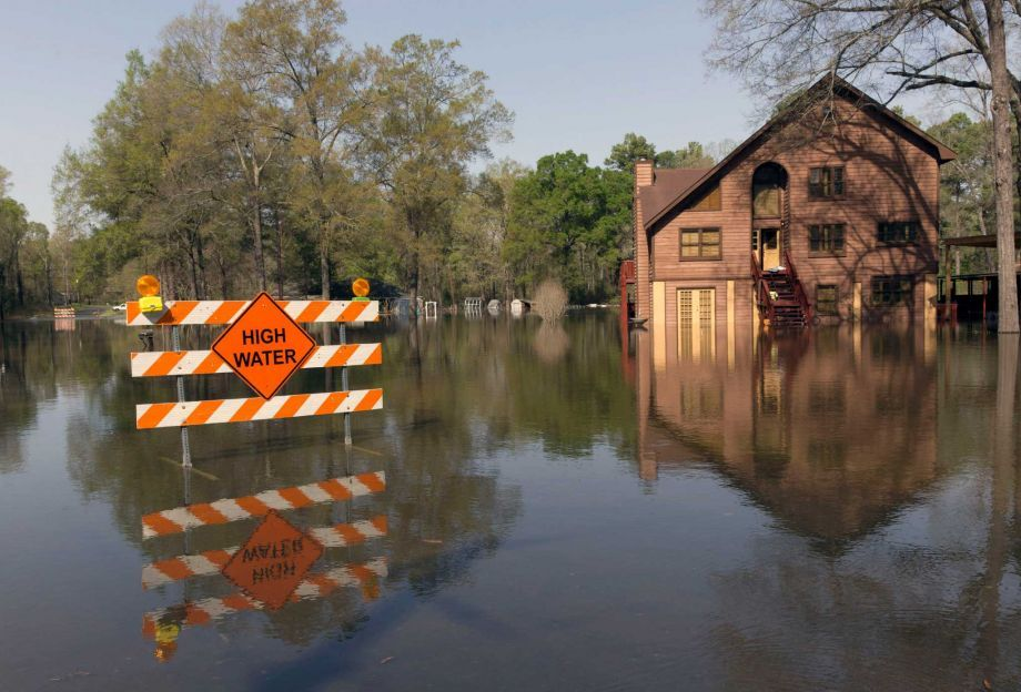 A sign marks high water in a flooded section of in Oil City, La., on Sunday. Photo: Lee Celano, AP / The Shreveport Times