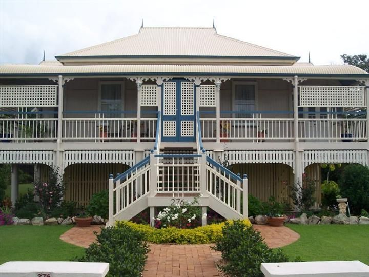 Classic Queenslander Like The Path To Butterfly Stairs