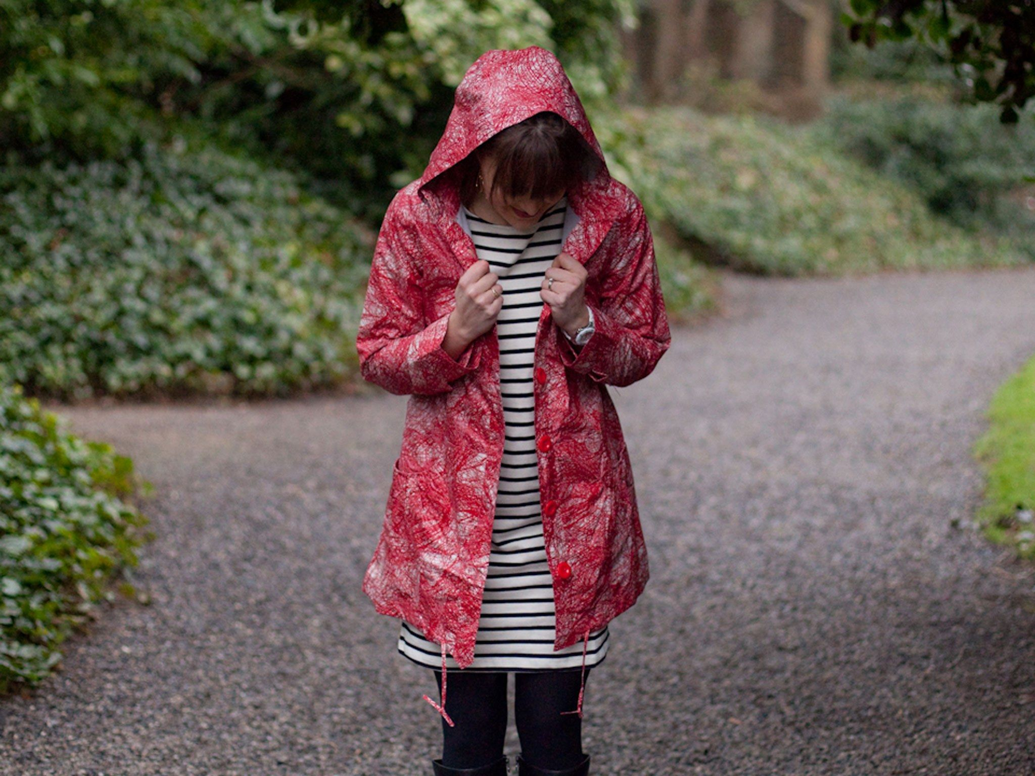 From cold winters to seemingly endless rain, dressing in Ireland is no easy task. Here are 9 insider tips on how to blend in during your visit.