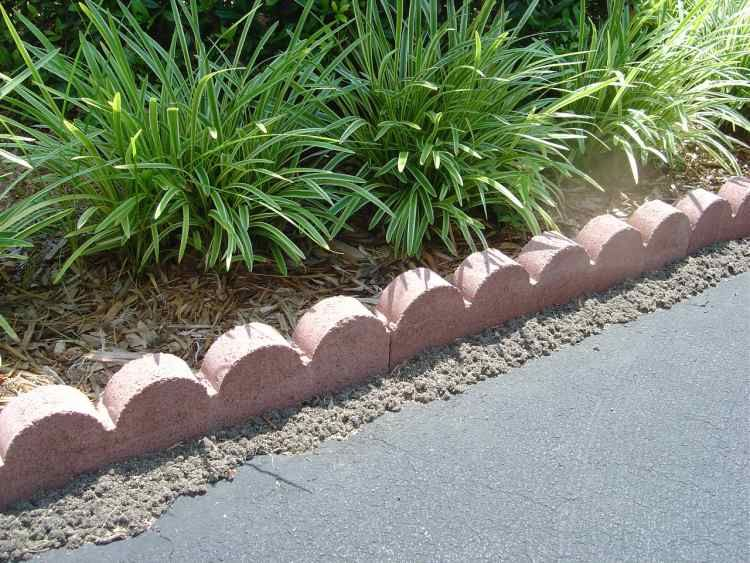 Scalloped Landscape Edgers In Kentucky Garden Edging Garden Yard Ideas Landscape Borders