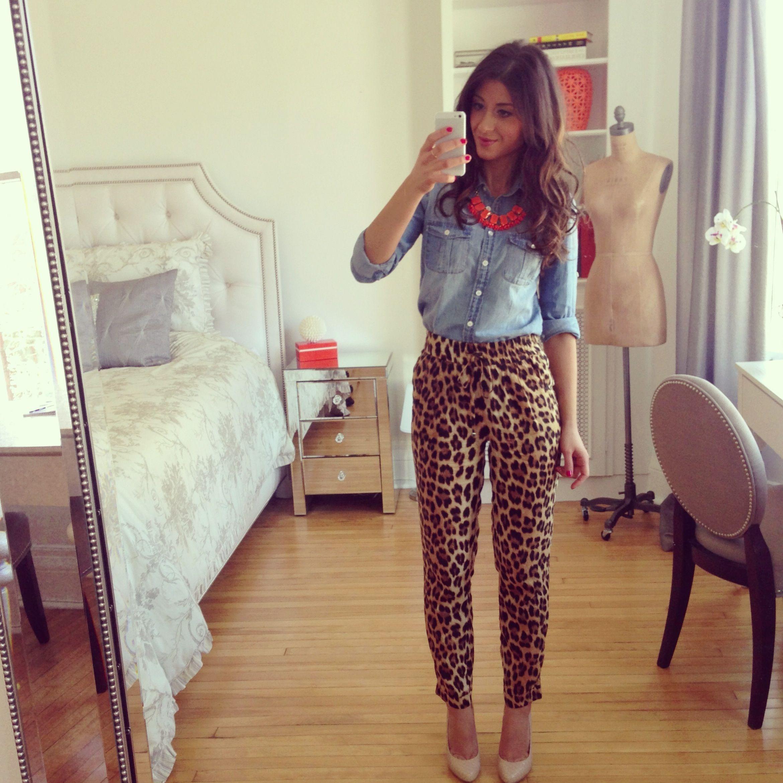 Mimi Ikonn Leopard Pants Denim Shirt Statement Necklace Spring Outfit Pantalones Estampados Ropa Estilo