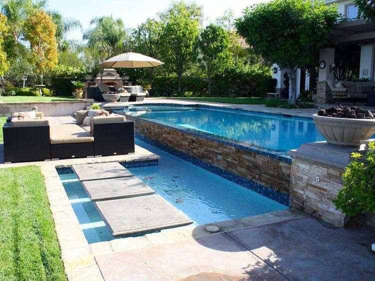 Pas japonais au milieu de la piscine- le passage à gué super chic ...