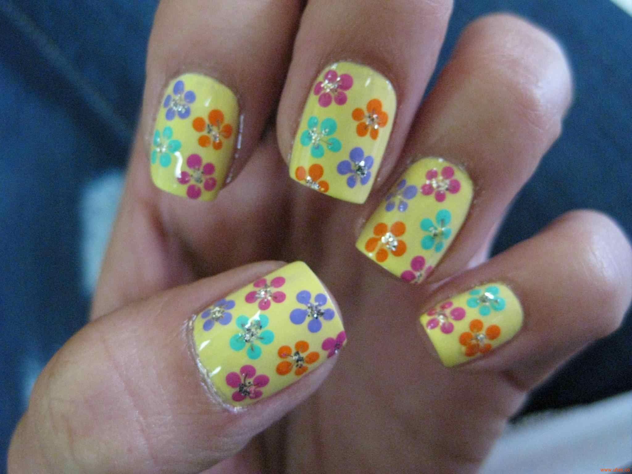 Uñas con florecitas