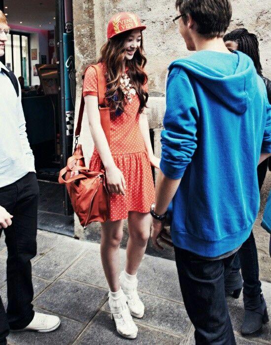 Orange polka dot dress + orange cap + orange bag + white shoes #Sulli #Fx