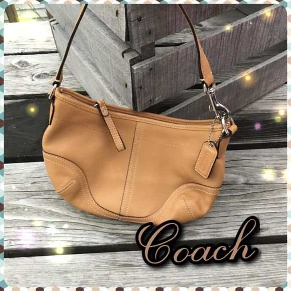 Immaculate! 😍 Tan Leather Coach Minibag! 💋 EEUC My Posh