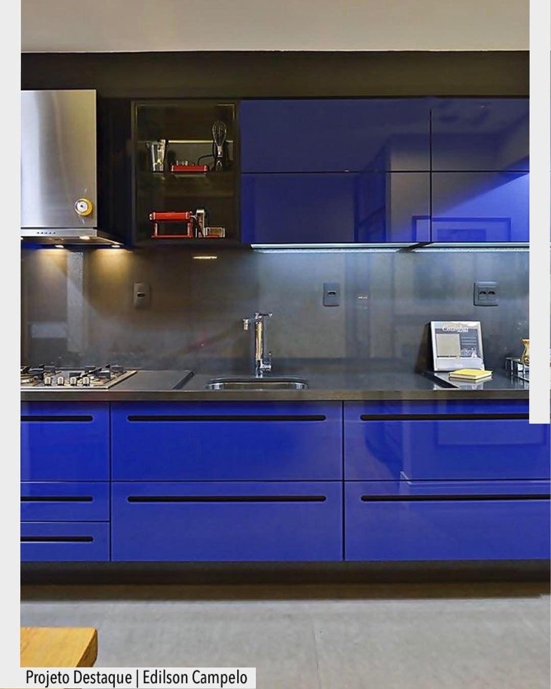Toda A Ousadia Do Azul Royal Nesta Cozinha Idealizada Pelo