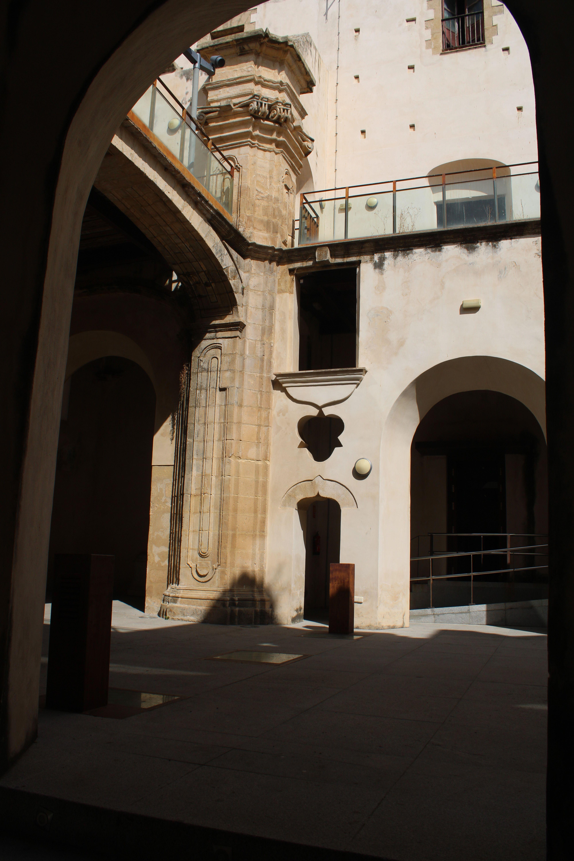 iglesia inacabada del Hospital de la Divina Providencia, en El Puerto de Santa María desde un lateral del templo