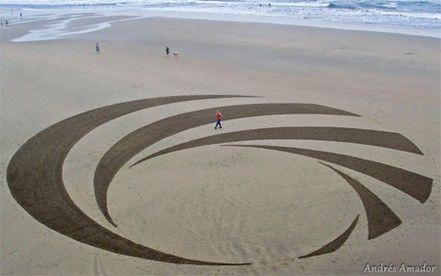 Andres Amador, beach art – luci e ombre compongono la perfezione circolare