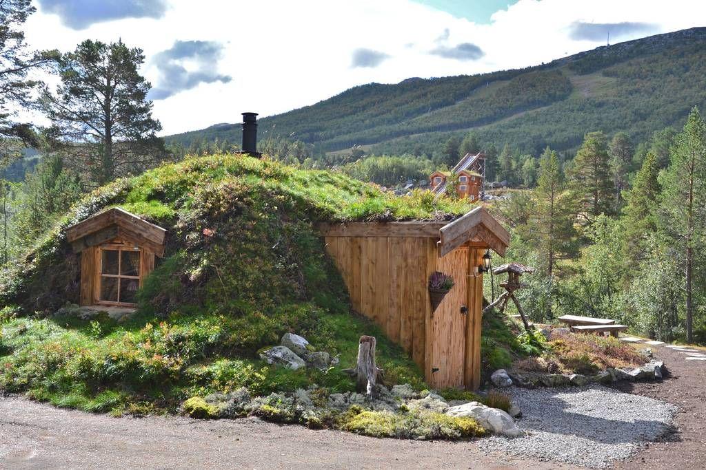 schau dir dieses gro artige inserat bei airbnb an unik hobbit cabin h user aus lehm und ton. Black Bedroom Furniture Sets. Home Design Ideas