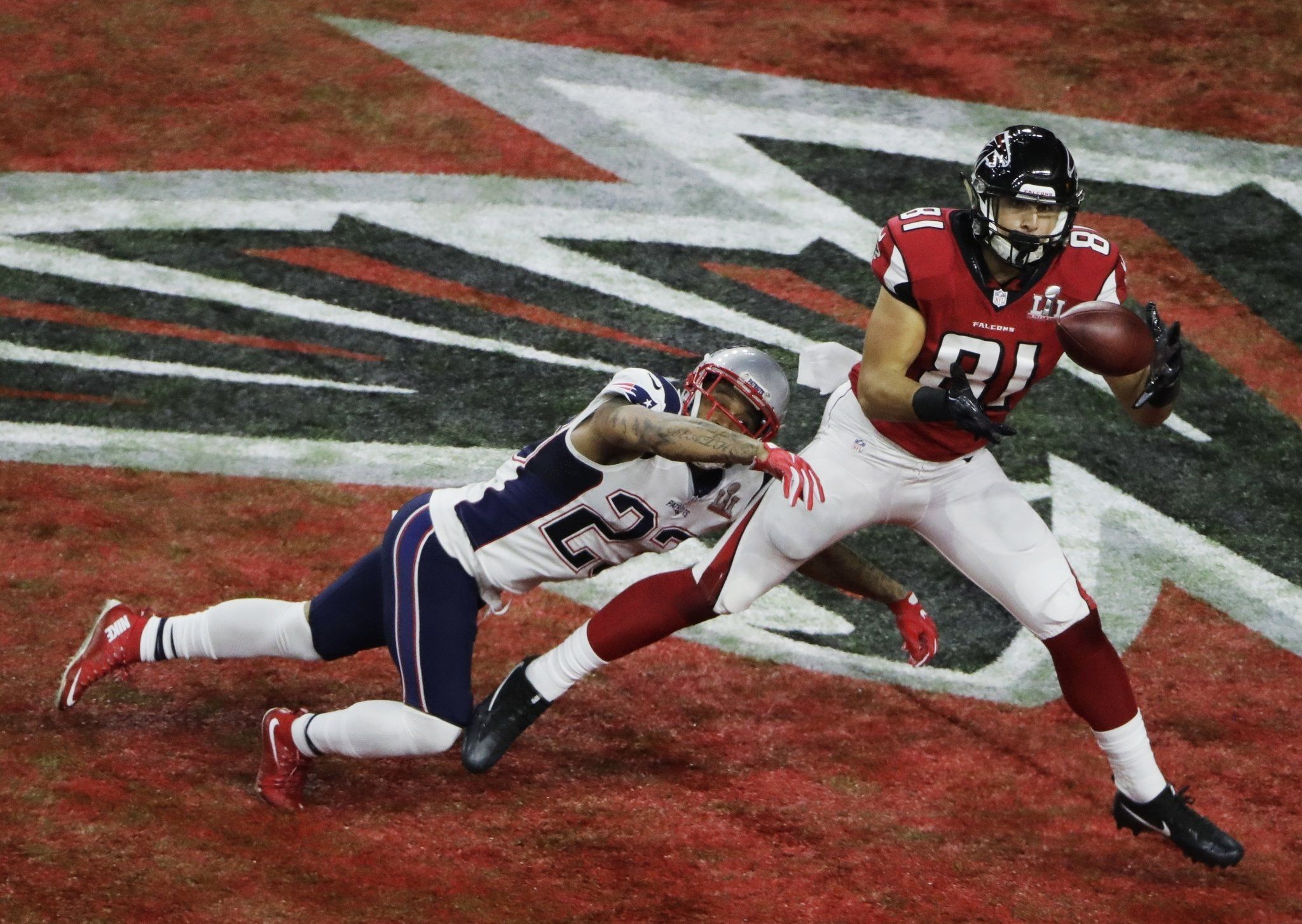Austin Hooper S 19 Yard Touchdown Catch Puts The Atlanta Falcons Up 14 0 In Super Bowl Li Atlanta Falcons Austin Patrick Chung