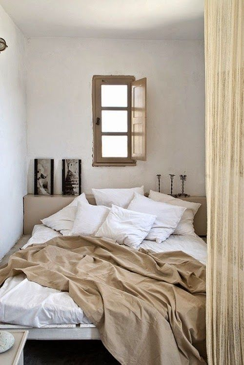 Love these cozy bedrooms with vintage touches and soft colours. The bedcovers and pillowsare all in wrinkled cotton and linen...a look that just adds to the cozy look of the bed! What I think is real