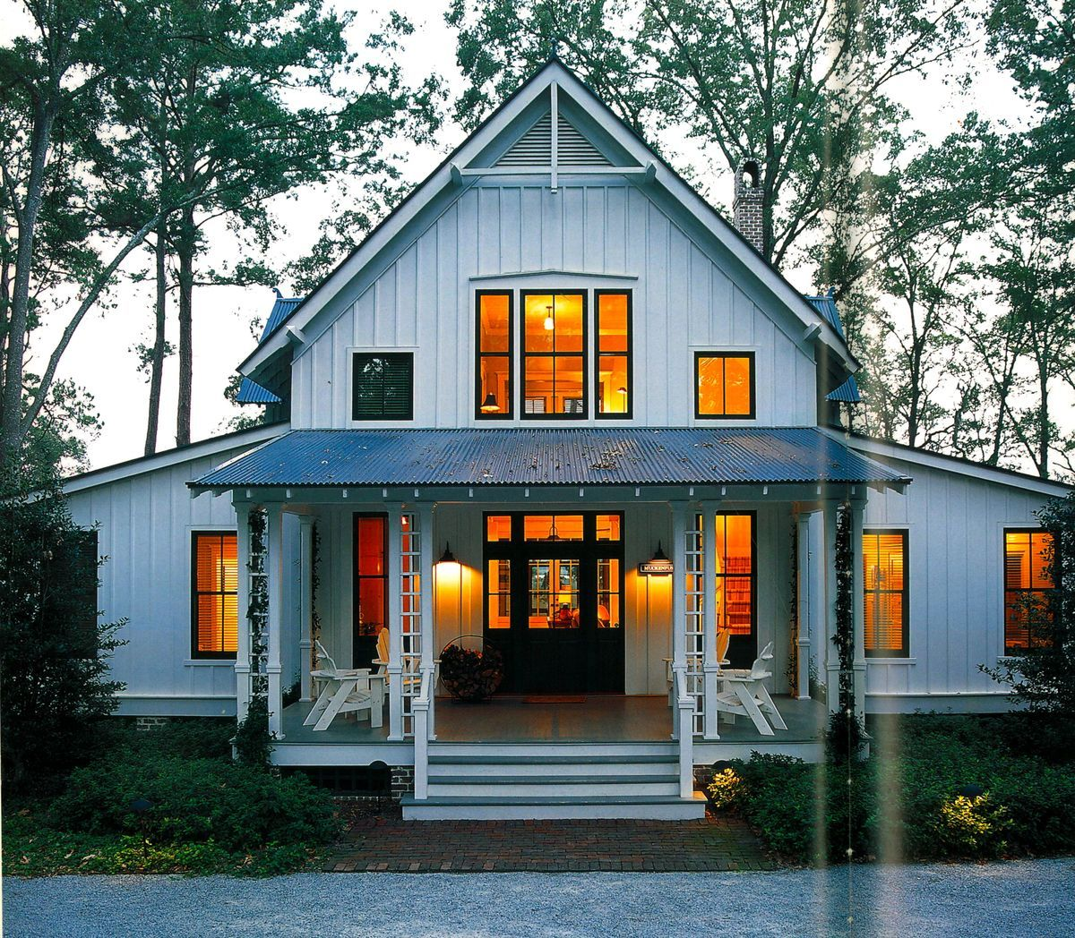 Modern farmhouse domestic architecture pinterest for Simple barn home plans