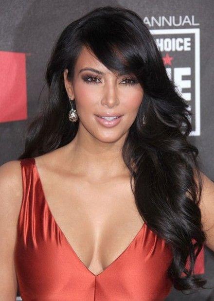 Kim Kardashian's Casual Long Wavy Hair-3