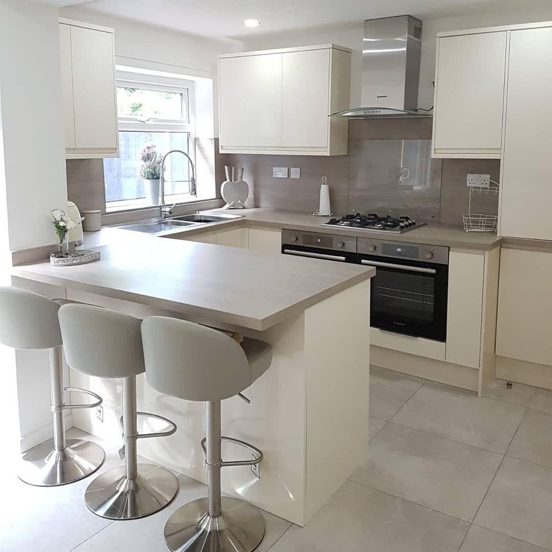kitchen ideas grey kitchen ivory and grey kitchen modern kitchen small kitchen ideas diseño on kitchen ideas gray id=73291