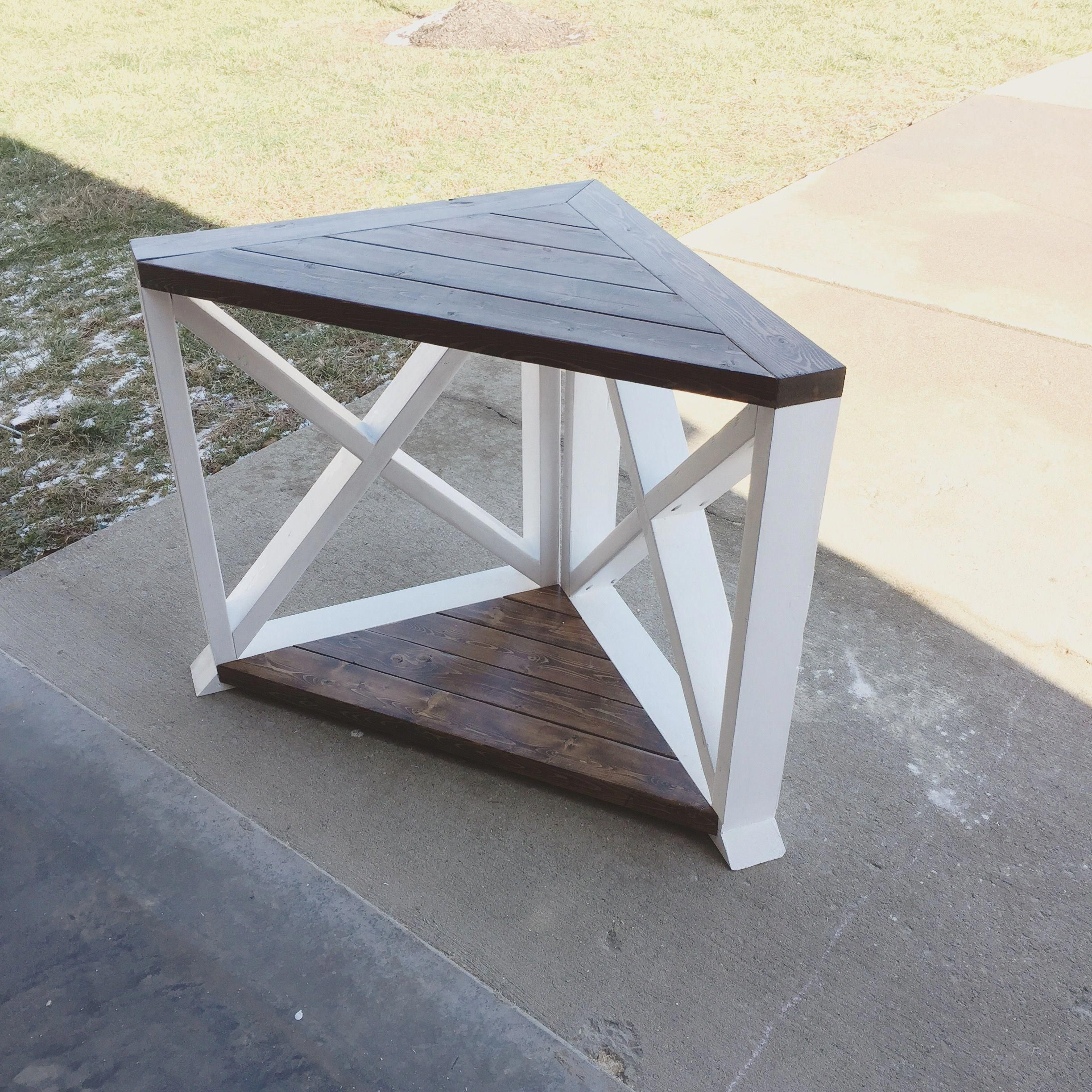 Diy farmhouse corner table made of nothing but 2x4s