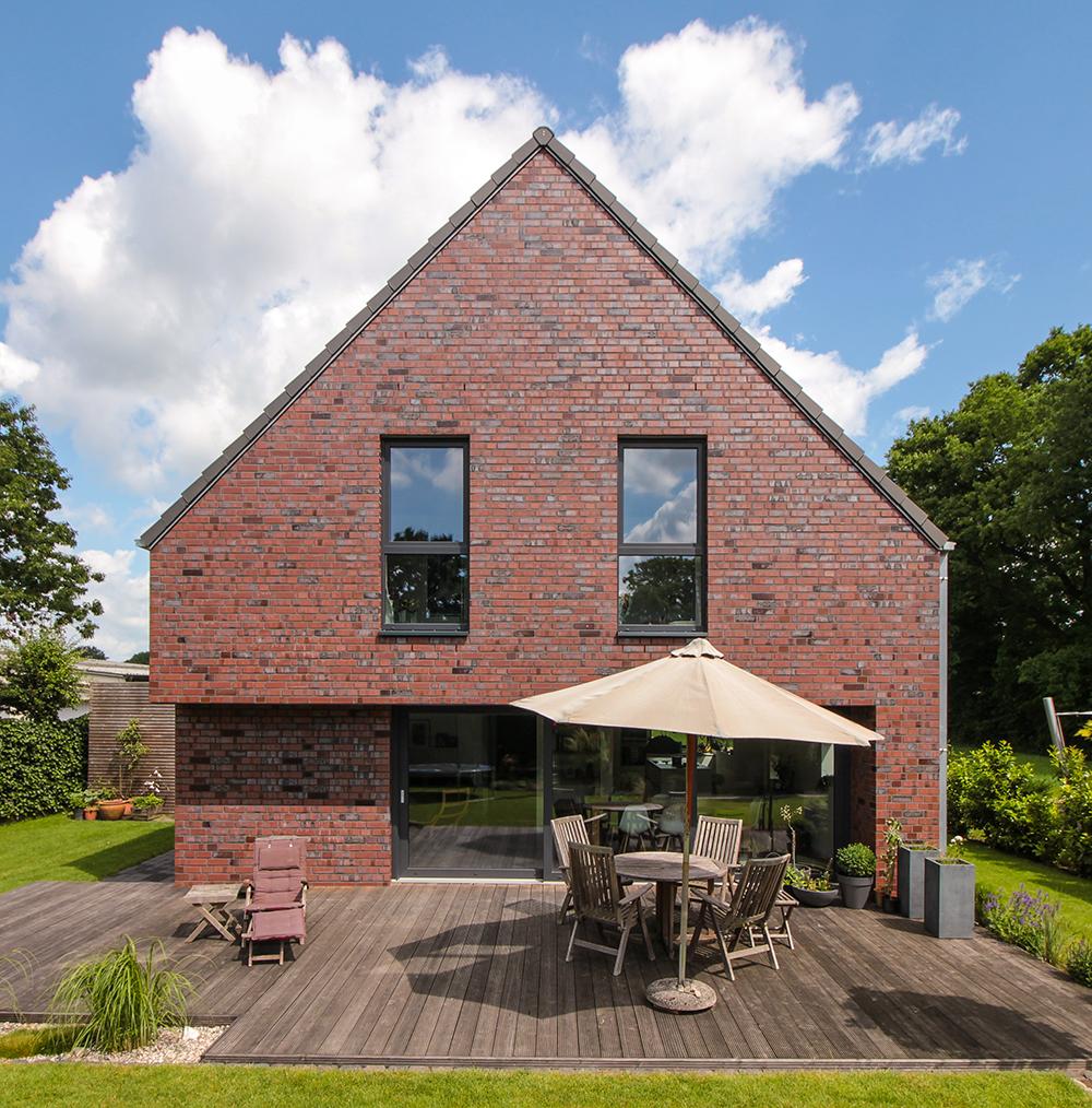 Klassisches einfamilienhaus im bauhausstil mit for Moderne raumaufteilung