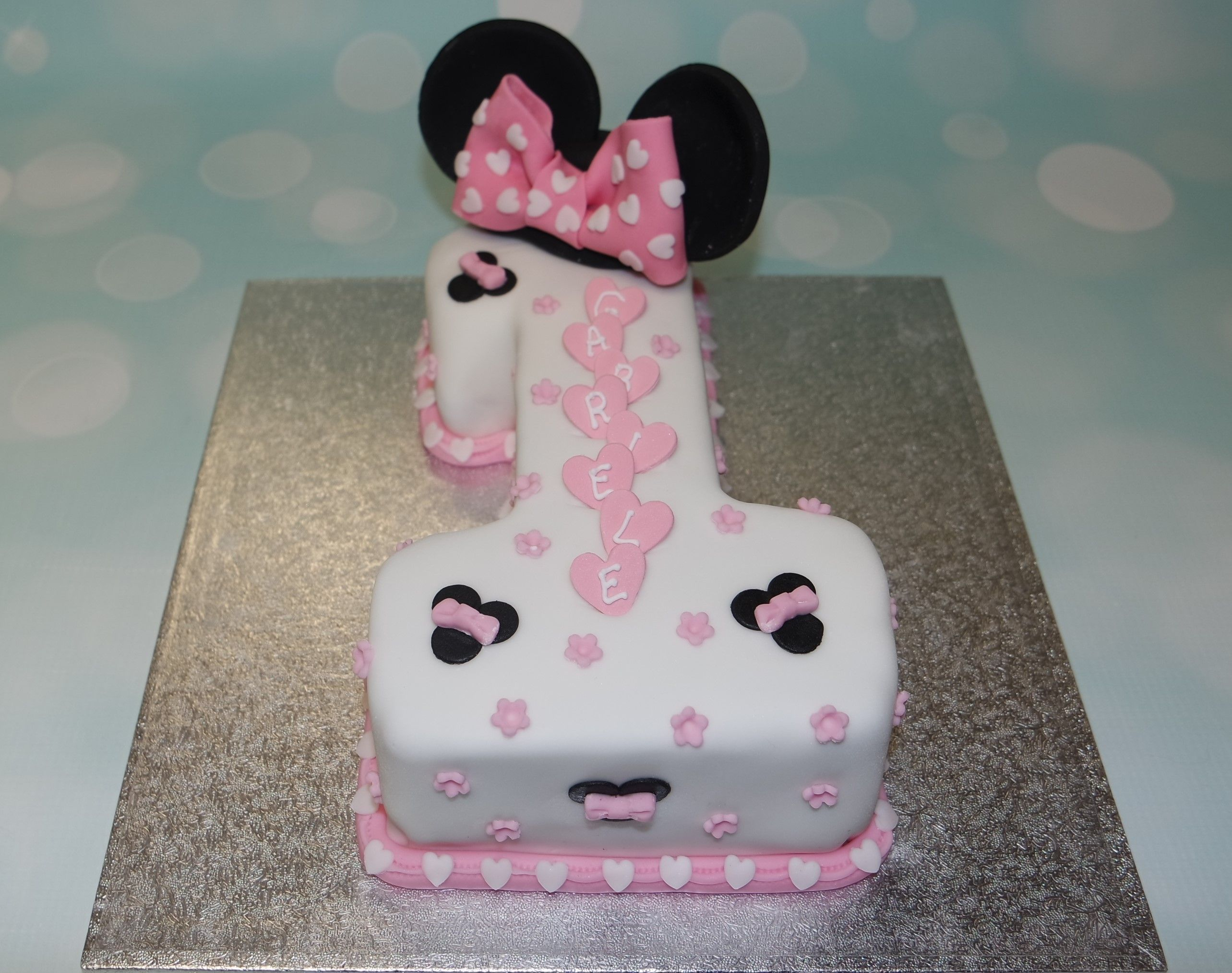 Swell Cute Minnie Mouse Cake For A 1St Birthday Minnie Mouse First Funny Birthday Cards Online Alyptdamsfinfo