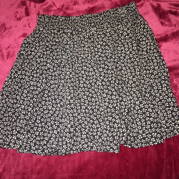 Brandy Melville Pretty small white  flower print on skirt NWOT Brandy Melville Skirts Midi