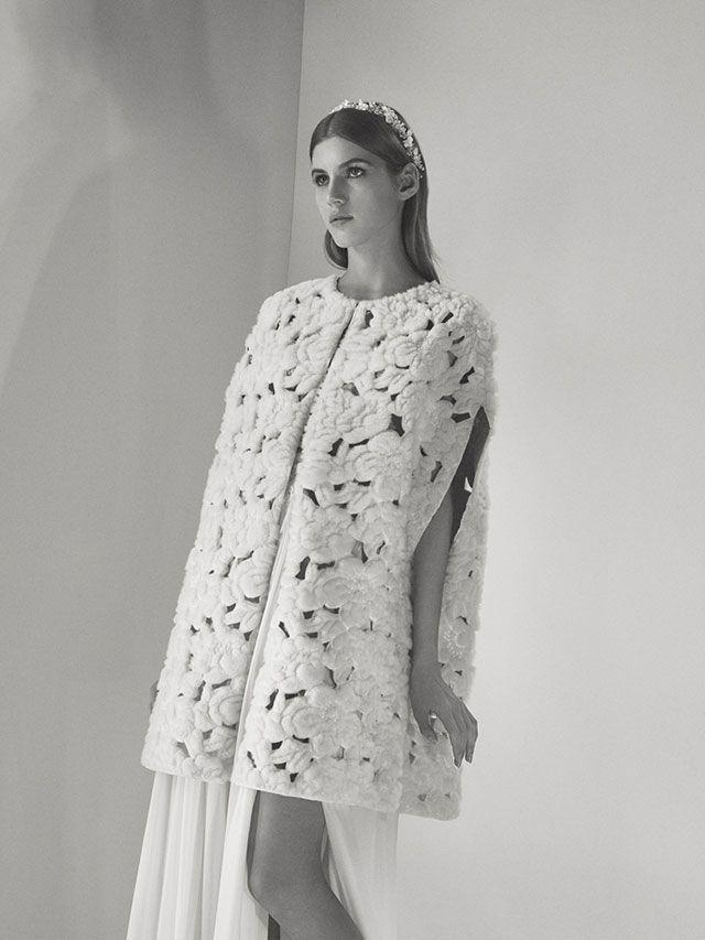 Fashion Friday: Elie Saab Bridal Fall 2017 | Best | Grand Time | Demure | Sophistication | Style | Art | Inspiration | Bride | Wedding | http://brideandbreakfast.hk/2016/12/23/elie-saab-bridal-fall-2017/