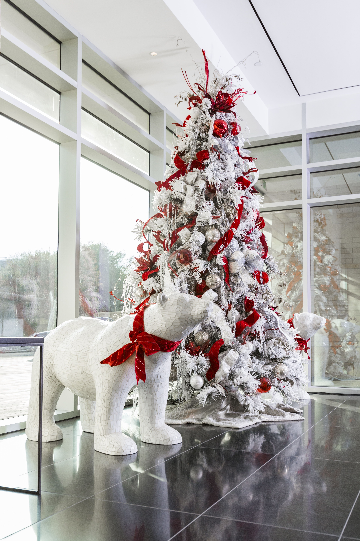 Large Polar Bears Around A White Flocked Tree Christmas Interiors Polar Bear Christmas Decorations Classy Christmas