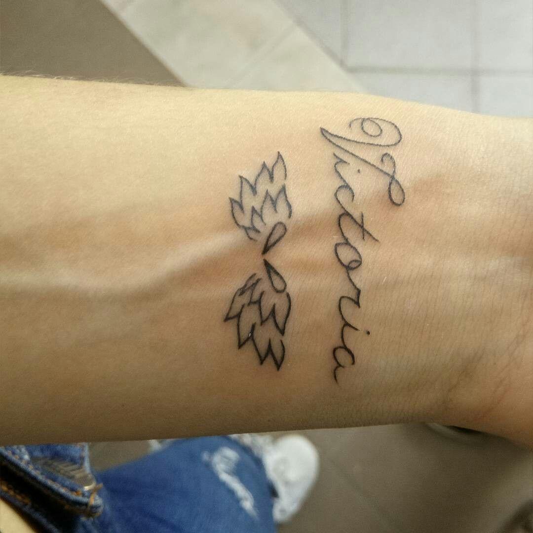 Tatuaje Nombre Victoria Alas De Angel Tatuajes Pinterest