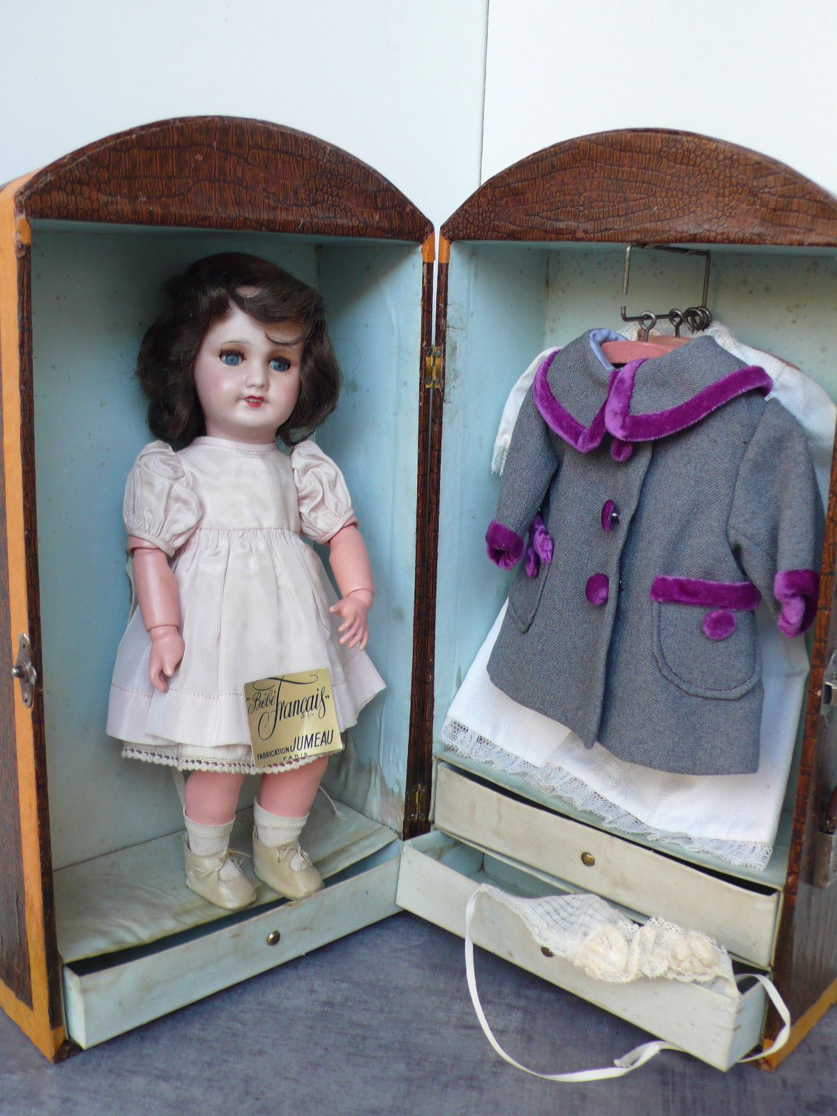 details zu rare ensemble poupee ancienne avec sa malle cabine garnie et sa boite d 39 origine. Black Bedroom Furniture Sets. Home Design Ideas