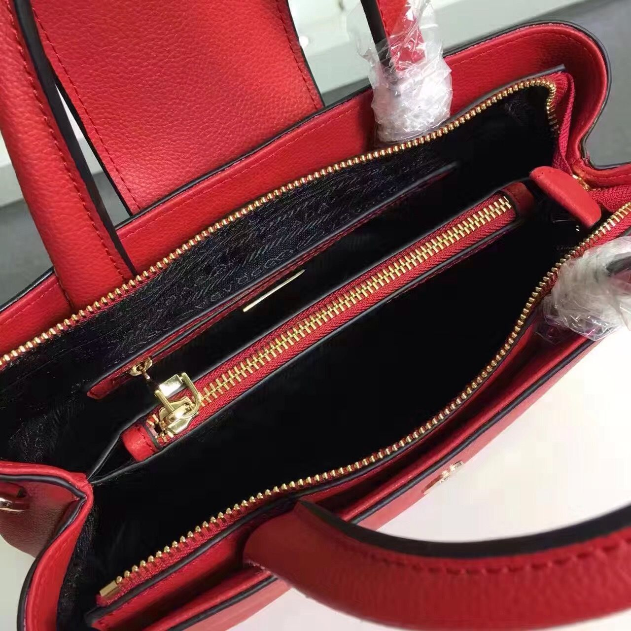 219fac86dc51 TaoBao Agent Leather Buckle, Leather Wallet, Buckle Bags, Gucci Wallet, Zip  Around