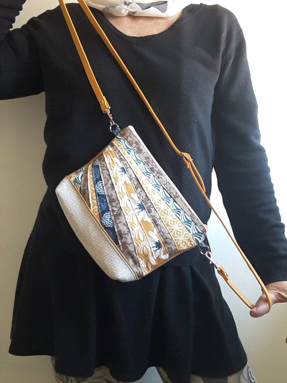 be680e82f8 Petit sac bandoulière, sac à main, sac porté épaule, tissu velours beige  jaune