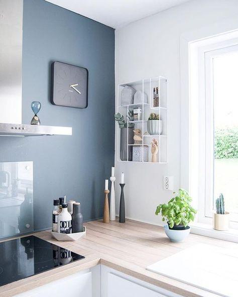 cuisine pur e mur gris bleut et plan de travail en bois. Black Bedroom Furniture Sets. Home Design Ideas