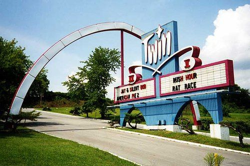 B&B Theatres Twin Drive-In Independence  Missouri | drive-in