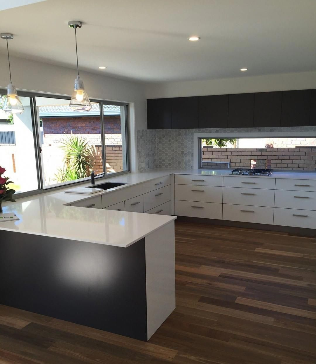 we build a servery window into the kitchen that means you can just grab things through the on kitchen interior with window id=40941