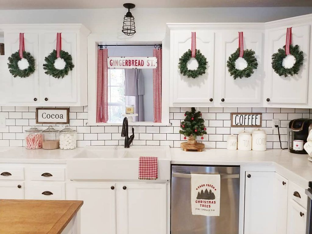 9 Indoor Christmas Decorations To Give Your Home That Holiday Spirit - Decor Steals Blog