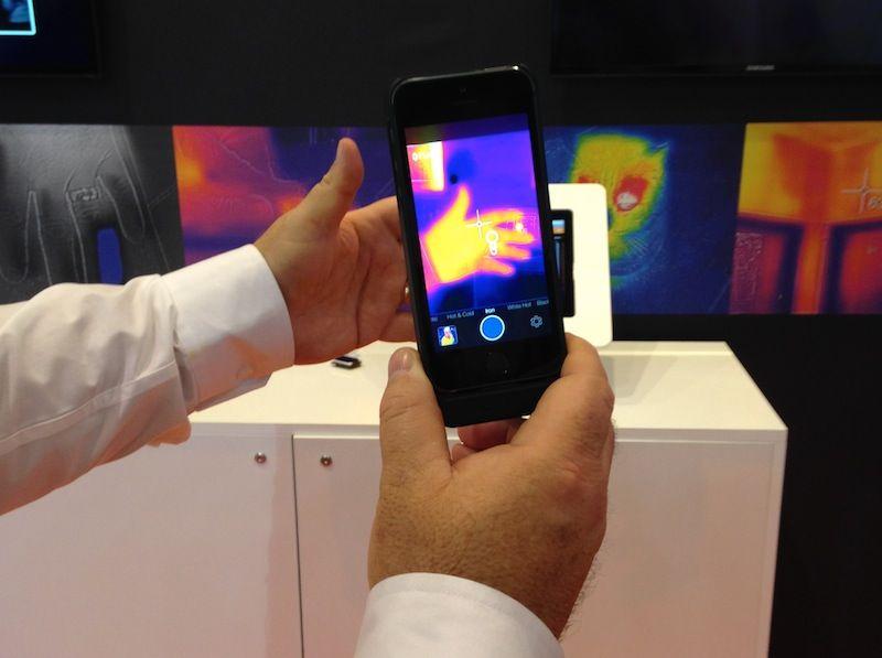 [MWC 14] Hemos probado la funda para iPhone con cámara térmica Flir one, aquí nuestro video