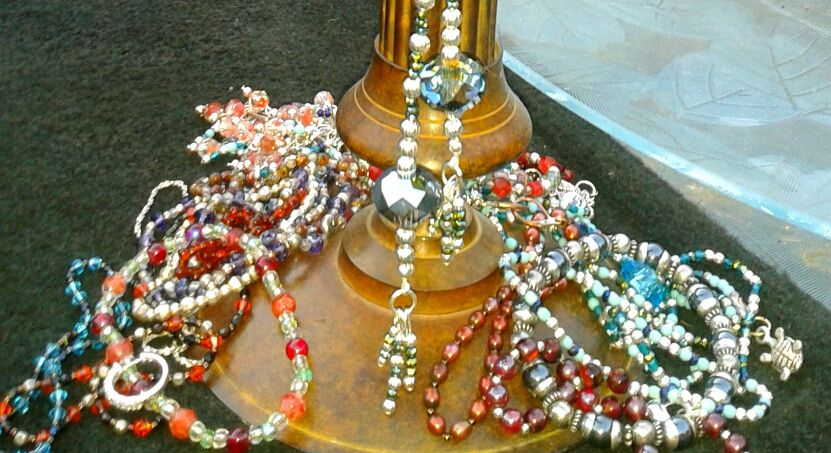 Tons of bracelets and necklaces ☼ ☼ ☼
