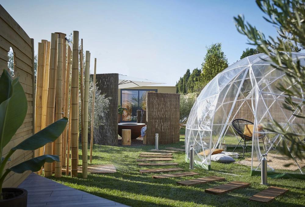 Un Igloo De Jardin Fait Son Effet Dans Le Jardin Leroy Merlin Photoshooting