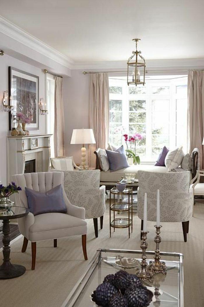wohnzimmer streichen ideen helle wandfarbe lila akzente