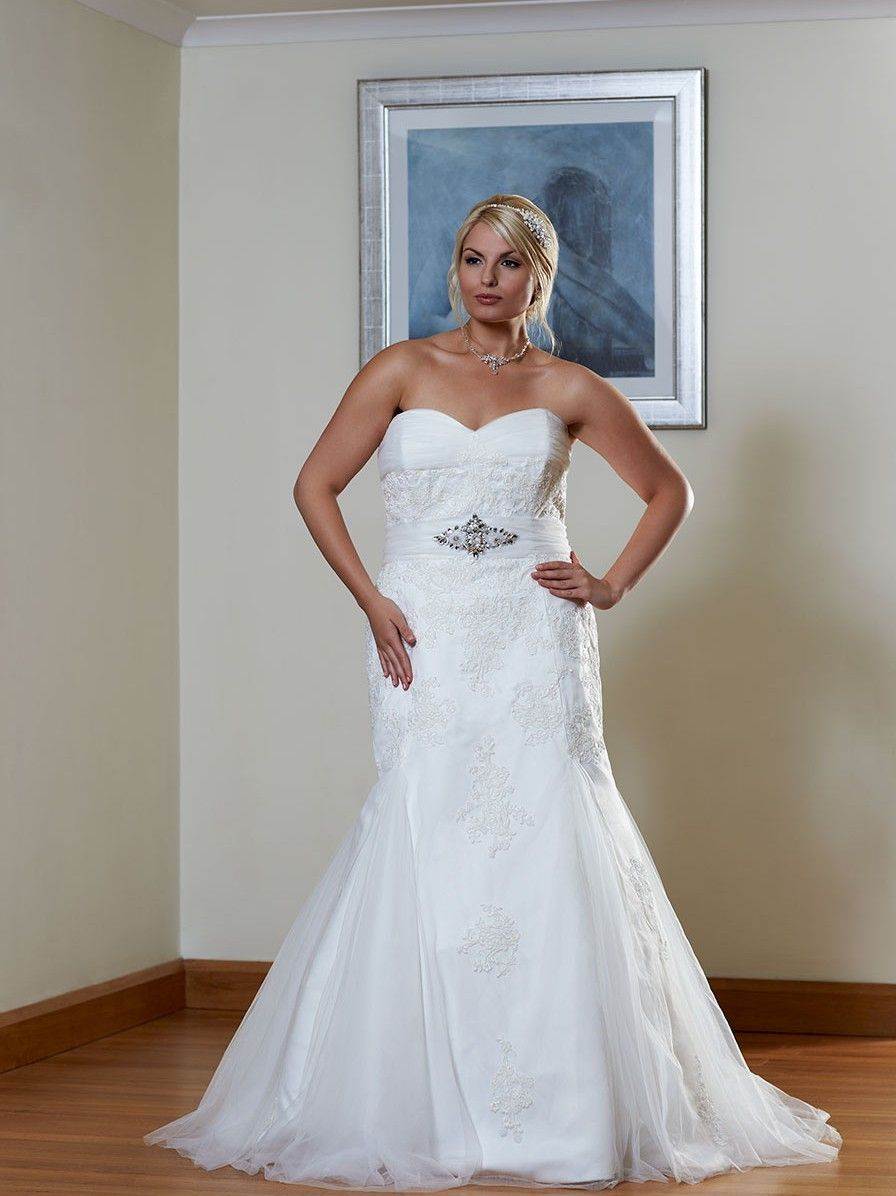 Plus size pin up style wedding dress   from tebrands Romantica of Devon