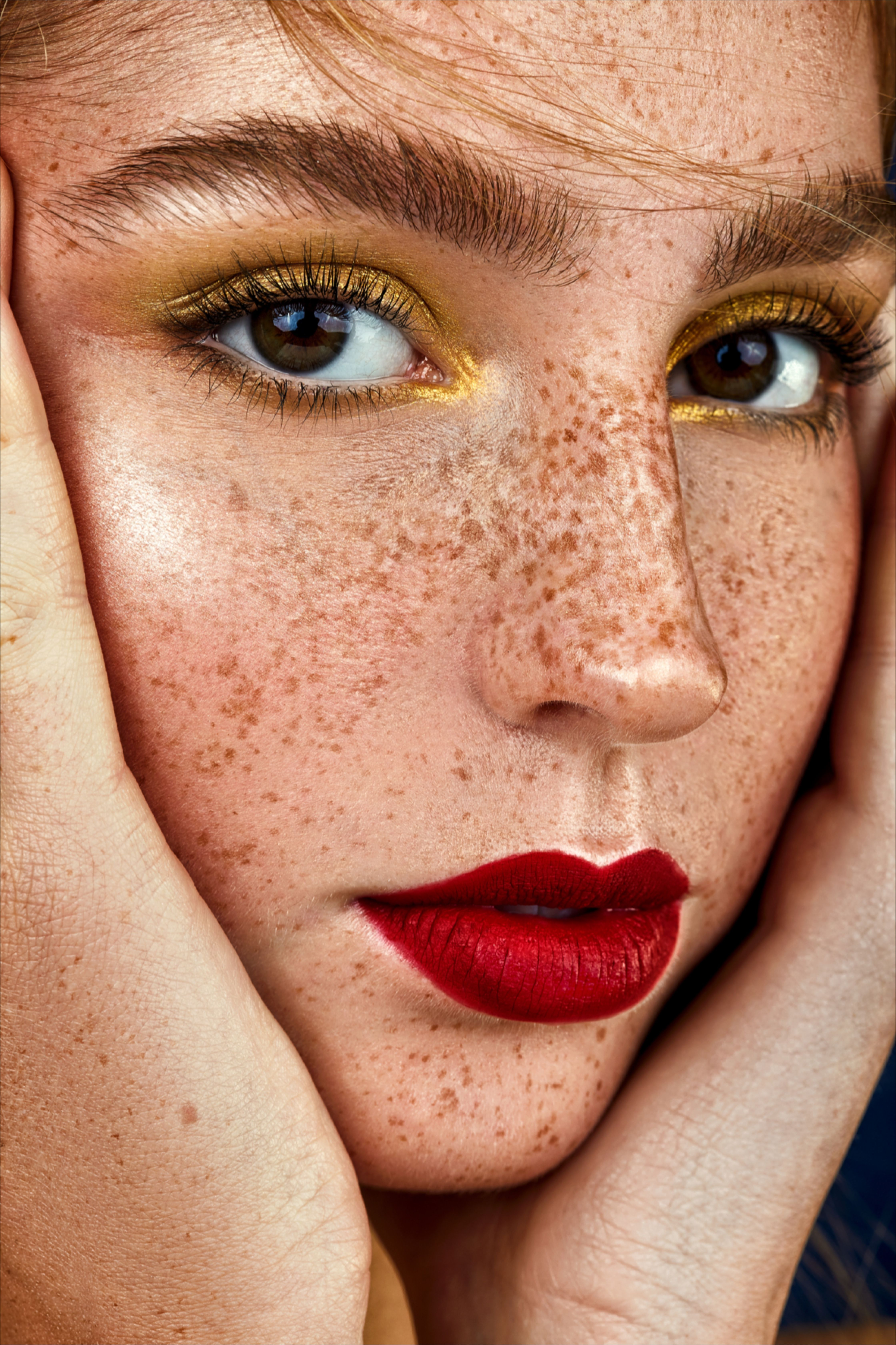Christmas Eyebrows 2020 christmas make up inspiration in 2020 | Freckles makeup, Beauty