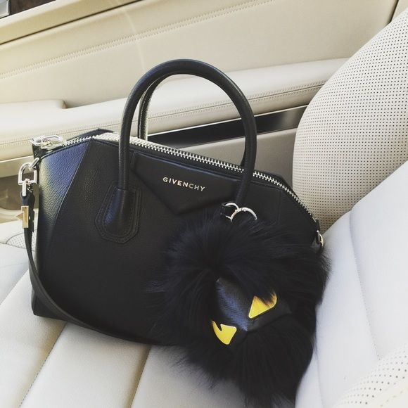 200c3b496558 Givenchy Antigona Givenchy Antigona in small sugar goatskin material. This  is the most wanted size in the Antigona collection. Excellent condition  Givenchy ...