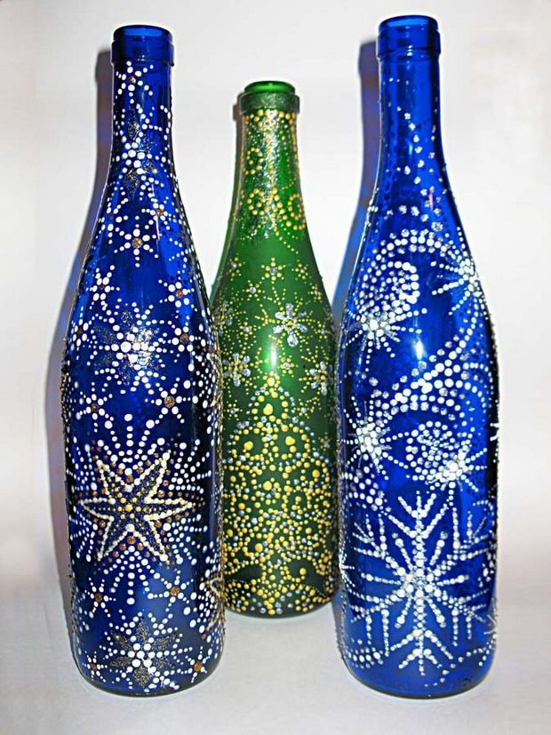 Handmade christmas crafts 15 ways to recycle glass for Christmas bottle decorations
