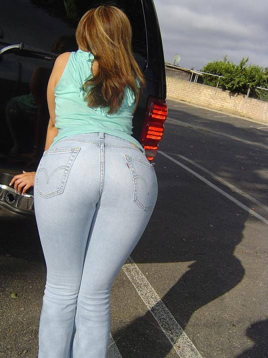 Sexy girls ass in tight jeans