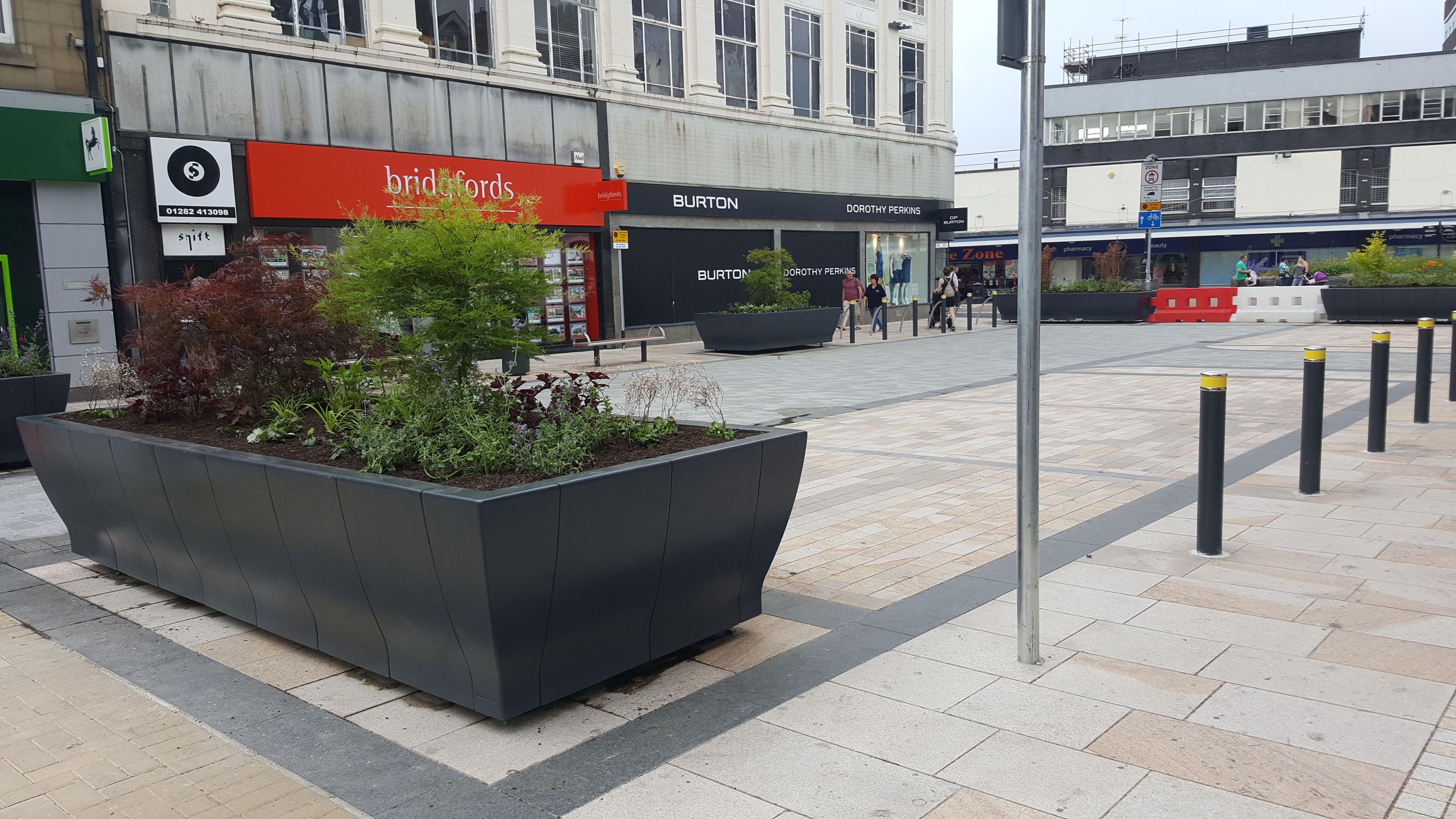 Burnley Town Centre - HC202 Feature Planter   Burnley ...